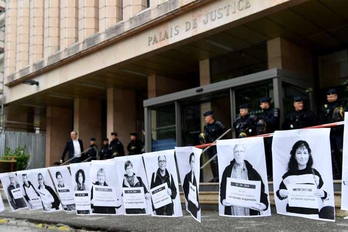 Le procès de trois militants suisses et italien, poursuivis pour avoir aidé des migrants à entrer en France au lendemain d'une action d'extrême droite à la frontière alpine, s'ouvre jeudi 31 mai à Gap.