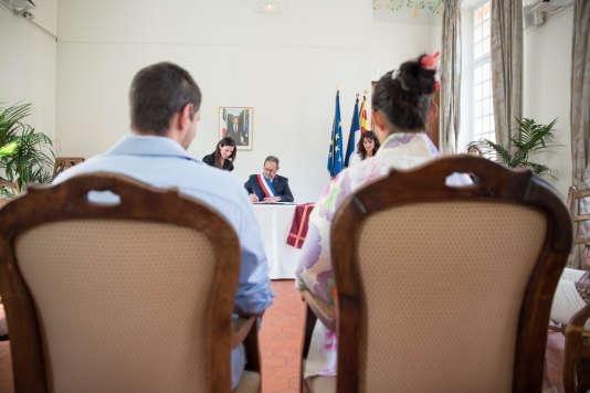 Lors du mariage civil de Florian Rastegue et Natsumi Kozai à l'hôtel de ville d'Aix-en-Provence, le 28avril 2018.