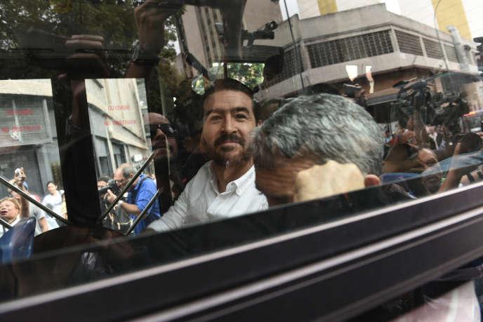 L'opposant et ancien maire Daniel Ceballos, lors de sa libération, le 1er juin, à Caracas.