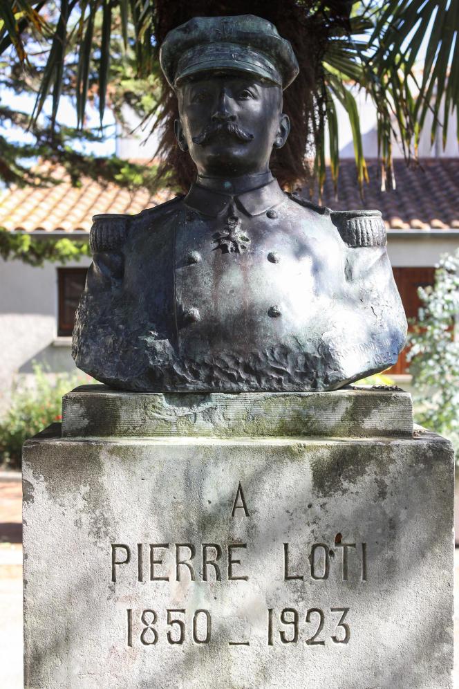 «De telles ignominies ne sauraient être honorées»(Buste de l'officier de marine et écrivain Pierre Loti à Saint-Pierre d'Oléron, sculpteur Raymond Sudre).