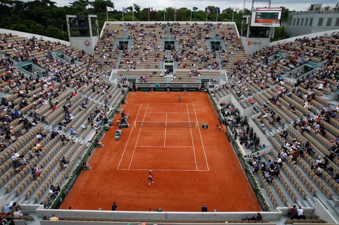 Les tribunes clairsemées du court Suzanne-Lenglen lors de la rencontre entre l'Américaine Madison Keys et la Japonaise Naomi Osaka.