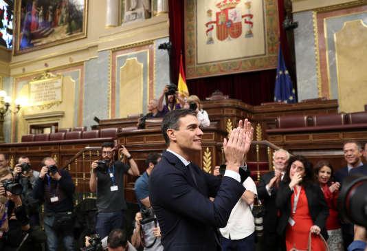 Le nouveau premier ministre socialiste espagnol, Pedro Sanchez, après le vote d'une motion de défiance à l'encontre de Mariano Rajoy,au Parlement madrilène, le 1er juin 2018.