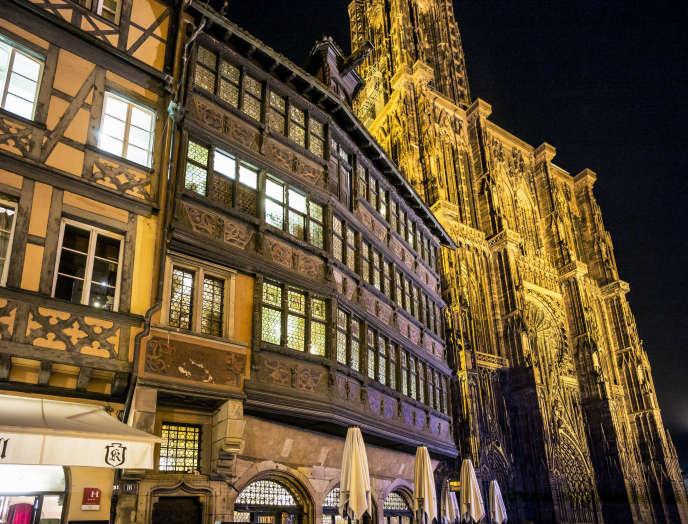 «En dix ans, les prix des logements n'ont progressé que de 4,7 %» (La Maison Kammerzell et Notre-Dame de Strasbourg).