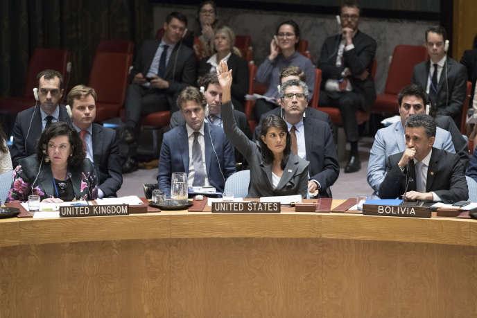 Dix pays, dont la Chine, la France et la Russie ont voté pour le texte présenté par le Koweït. Quatre autres se sont abstenus alors que les Etats-Unis ont voté contre.