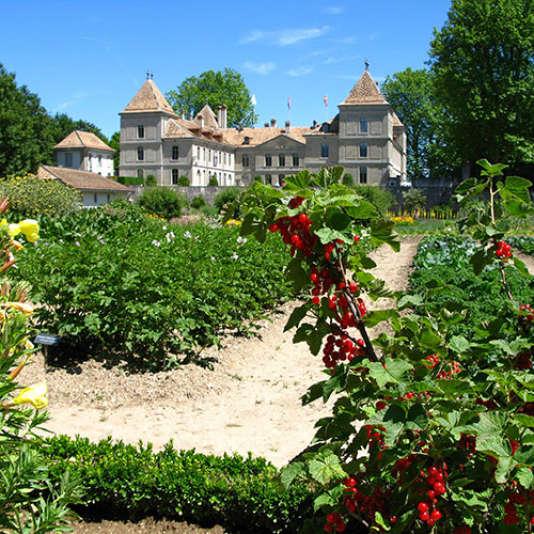 Le château de Prangins vu depuis le potager.