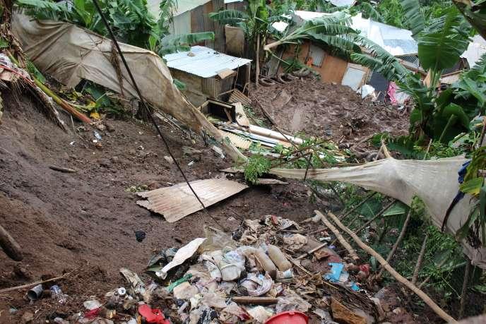 A Koungou sur l'île de Mayotte, dans un bidonville où de fortes pluies ont provoqué un glissement de terrain, le 11 janvier.