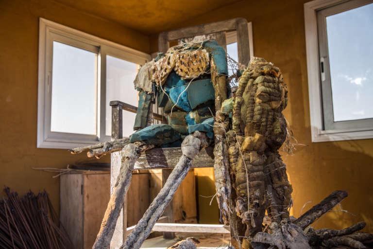 L'empereur fou, dans le dernier atelier du sculpteur sénégalais Ousmane Sow à Dakar, en mai 2018.