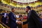 Le chef du gouvernement conservateur Mariano Rajoy, coulé par un scandale de corruption, a été renversé vendredi 1er juin 2018 par le Parlement, après plus de six ans au pouvoir en Espagne, et remplacé par le socialiste Pedro Sanchez.