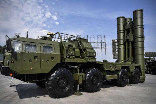 Le système de défense antiaérien S-400, près de Moscou (Russie), en août 2017.