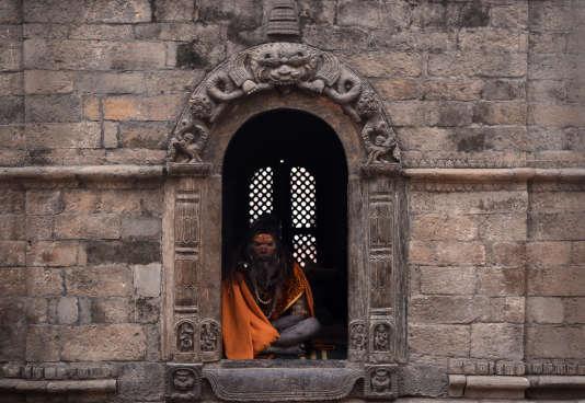 Un sadhu près du temple de Pashupatinath, à Katmandou, en février.