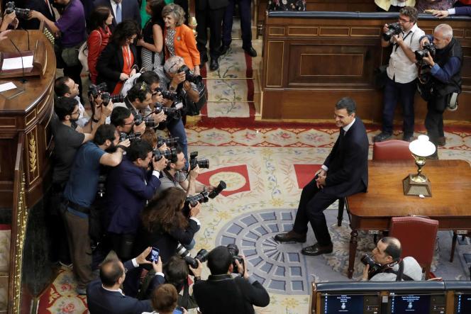 Le nouveau chef du gouvernement espagnol, Pedro Sanchez, au Parlement, à Madrid, le 1er juin.