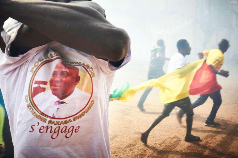 Un manifestant portant un tee-shirt à l'effigie d'Etienne Fakara Sissoko, une figure de l'opposition malienne, le 2juin à Bamako.