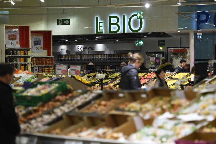 Rayon bio dans un supermarché de Saint-Grégoire, près de Rennes, le 30 janvier.