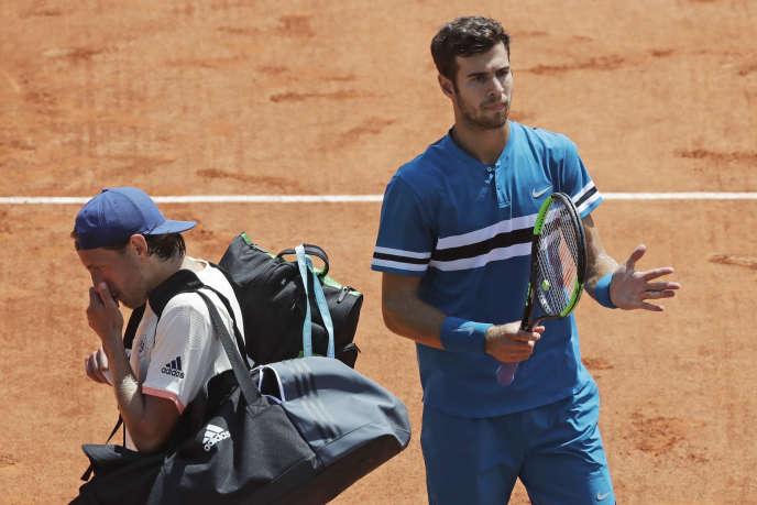 Lucas Pouille s'en va, battu par le RusseKaren Khachanov lors des 16es de finale de Roland-Garros, le 2 juin.