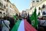 Rassemblement dans le centre de Rome après que le nouveau gouvernement italien a prêté serment, le 1er juin.