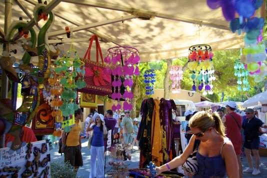 Le marché coloré de Punta Arabi, à Ibiza (Espagne).