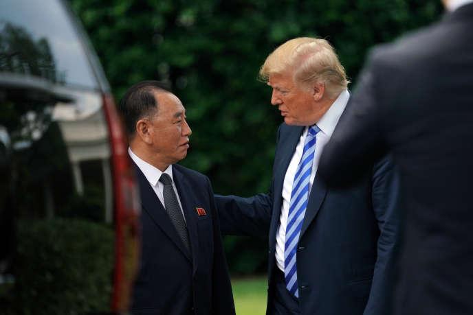 Le président américain Donald Trump et le général nord-coréen Kim Yong-chol à la Maison Blanche, à Washington, le 1er juin.