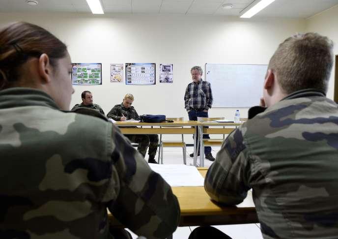 Des jeunes du service militaire volontaire à Montigny-lès-Metz, en avril 2016.
