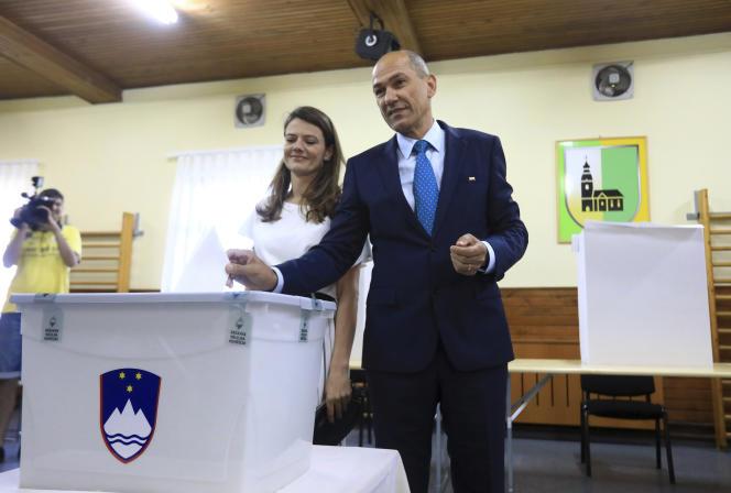 Le Parti du centre moderne est crédité de 24,4 % des voix.L'ancien chef de gouvernement conservateur, Janez Jansa (sur la photo), arrivait en tête dimanche 3juin des législatives en Slovénie.