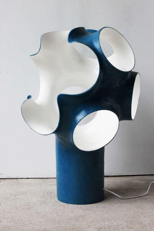 Luminaire sculptureen résine et fibre de verre, Les Simonnet (1998).