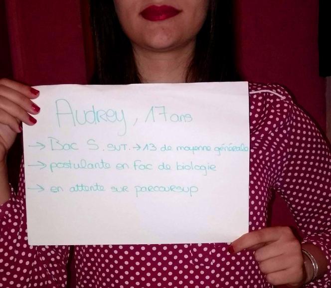 Avec Parcoursup, « l'attente est synonyme de refus en suspens», selon Audrey, 17 ans, lycéenne à Marseille.