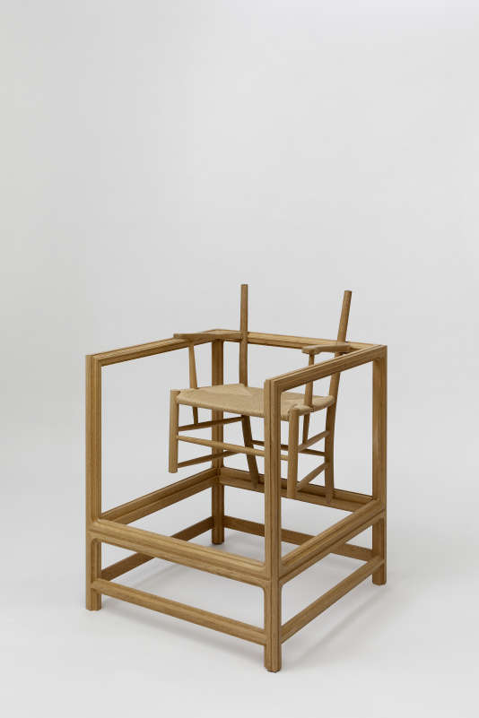 The Gift (2011) de Benandsebastian met en scène la chaise Church créée en 1936 par Kaare Klint, l'un des pères du design danois.