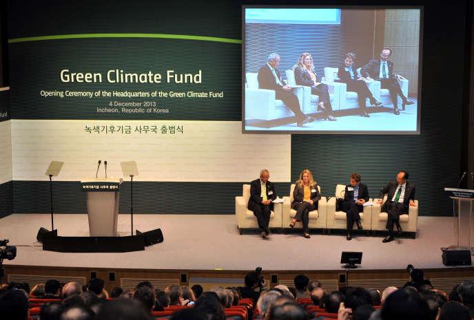 Lors de la cérémonie d'inauguration des locaux du Fonds vert, à Songdo (Corée du Sud), en 2013.