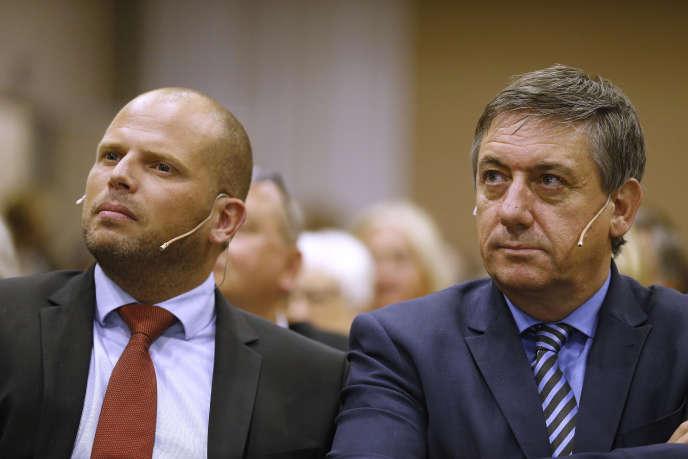 Les ministres de l'immigration et de l'intérieur, les nationalistes flamands Theo Francken et Jan Jambon, en 2017 à Bruxelles.