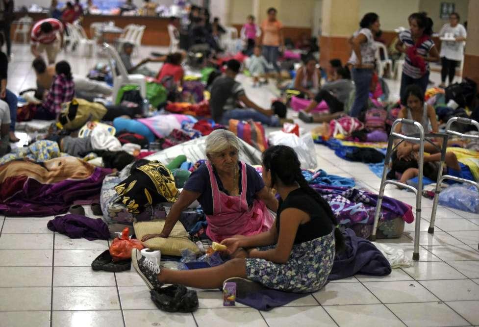 Les résidents de plusieurs communautés sont rassemblés dans un abri temporaire dans le département d'Escuintla, à 35 km au sud de la ville de Guatemala City. Six cent cinquante personnes environ ont été relogées provisoirement. L'éruption a pris fin après seize heures et demie d'activité, mais «il existe une probabilité de réactivation», a annoncé l'Institut de volcanologie.