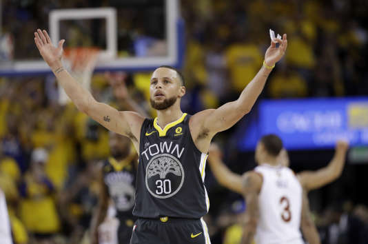 Stephen Curry et Golden State ont fait le break face à Cleveland.