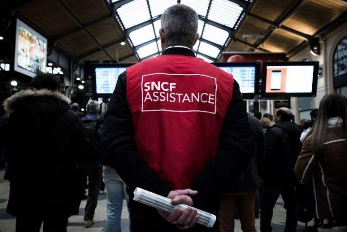 A gare Saint-Lazare, à Paris, le 9 avril.