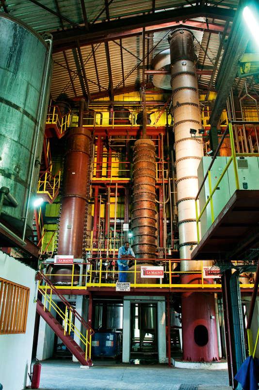 Le rhum agricole est une spécialité des Antilles françaises, ici la distillerie de la maison La Mauny, à Rivière Pilote dans le sud de la Martinique.