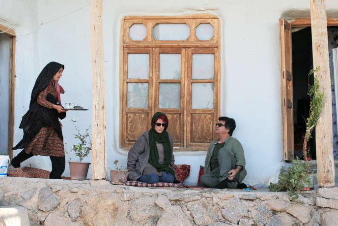 De gauche à droite : Narges Del Aram, Behnaz Jafari et Jafar Panahi dans«Trois visages».