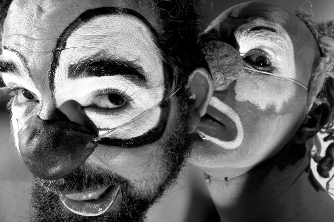 Ludor Citrik et Le Pollu, le duo trash du spectacle« Ouïe» au festival de cirque UtoPistes à Lyon.