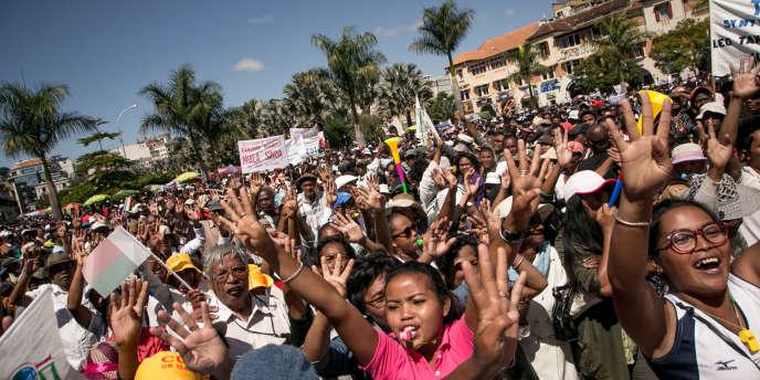 Manifestation de partisans de l'opposition malgache pour appeler à la démission du présidentHery Rajaonarimampianina, à Antananarivo, le 28 avril 2018.