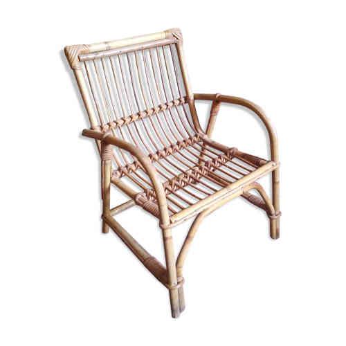 Le Fauteuil en rotin : en rapport avec le fauteuil d'Emmanuelle (ou Sylvia Kristel, héroïne du film érotique du même nom de 1974), cette assise généreuse et un brin osé est restée indémodable. Synonyme des moeurs libérés et légers de toute une époque, elle s'offre désormais de passer de l'intérieur à l'extérieur. Et vice-versa.