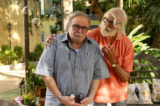 Amitabh Bachchan, alias « Big B », à droite, et son « fils », Rishi Kapoor, tiennent les deux rôles principaux de la comédie «102 Not Out».