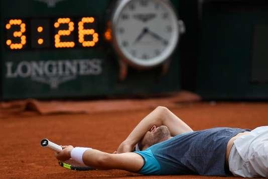 Après s'être fait tatouer le chiffre 13 sur le bras, Marco envisagerait d'inscrire 3:26 sur l'autre.