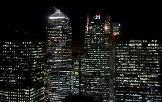 «L'AIM, la Bourse britannique des petites valeurs, compte sur les quatre premiers mois de l'année dix-sept nouvelles cotations pour trente-cinq retraits» (Canary Wharf, à Londres, en 2017).