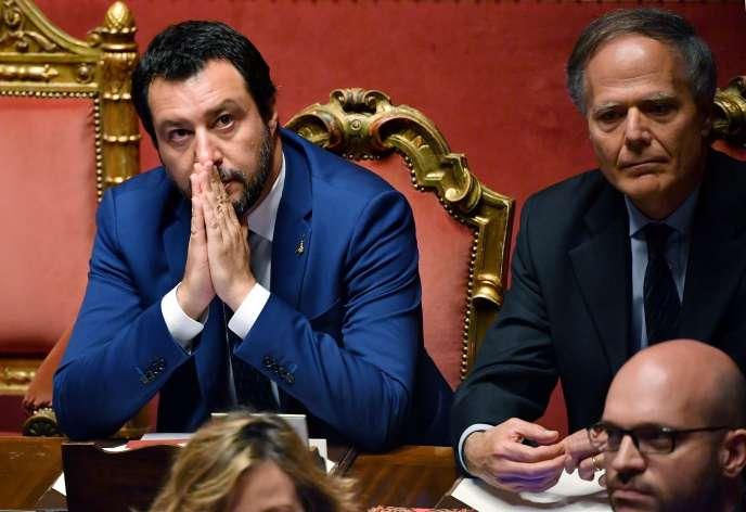Matteo Salvini (à gauche), mardi 5 juin, au Sénat, à Rome, pendant le vote de confiance envers le nouveau gouvernement.