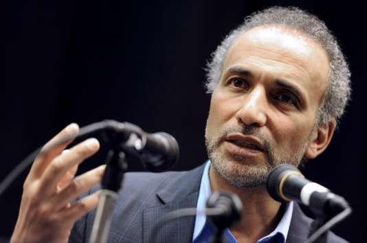 L'islamologue suisse Tariq Ramadan, le 4mars 2012, lors d'une conférence à Nanterre (Hauts-de-Seine).