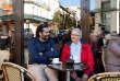 Adel El-Kordi, traducteur, et Michel Pourieux, médecin à la retraite,prennent un café après leur permanence au Secours catholique, où ils sont bénévoles, en avril 2017.