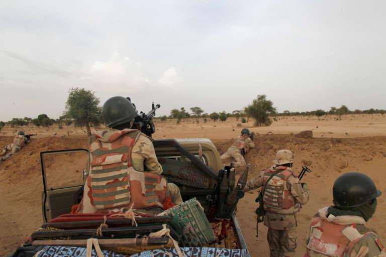 Une patrouille de soldats nigériens près de Diffa, en juin 2016.