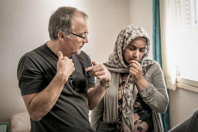 Le cinéaste Philippe Faucon sur le tournage de son film« Fatima», avecSoria Zeroual.