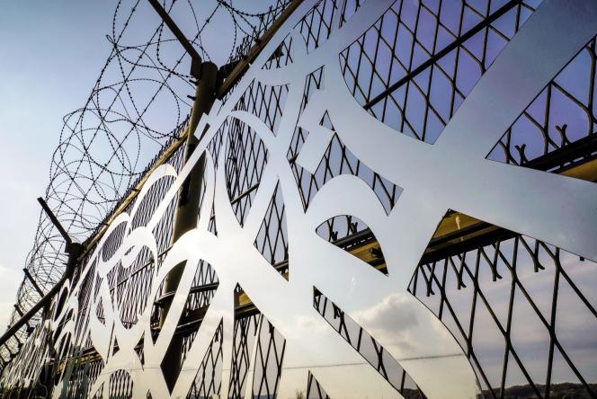 L'artiste franco-tunisien eL Seed a imaginé son œuvre «Le Mur» sur la barrière entre les deux Corées…