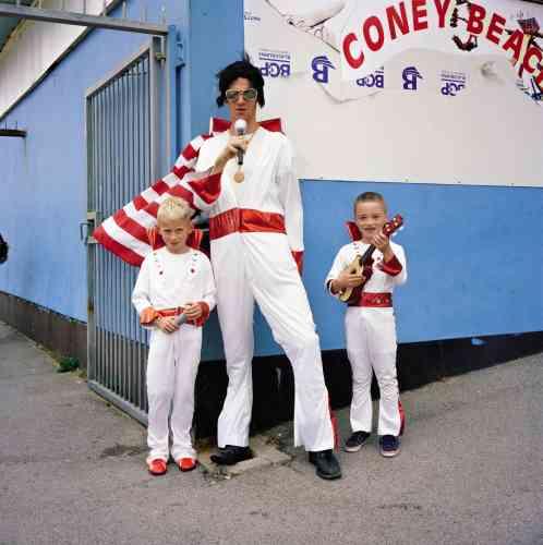 Un père et ses fils, Porthcawl Elvis Festival, Pays de Galles, 2013.