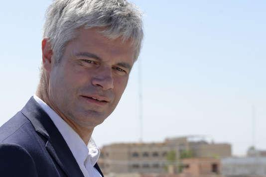 Le président de LR, Laurent Wauquiez, lors de sa visite de la ville chrétienne de Qaraqosh, dans le nord de l'Irak, le 6 juin.