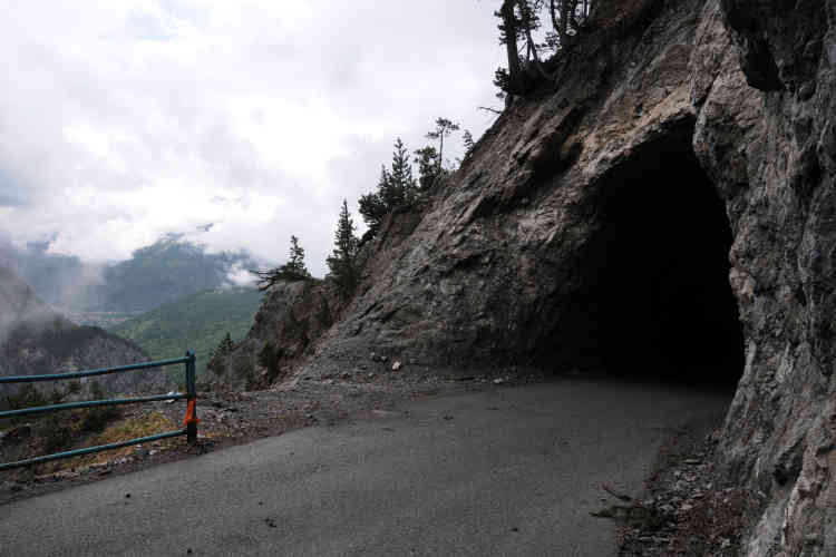 Col de l'Échelle (1 762m), le 28 mai. Ici un des deux tunnels qu'il faut emprunter lors de l'ascension du Col côté italien.