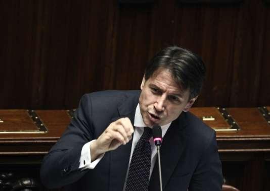 A la tête d'un gouvernement d'union entre la Ligue (extrême droite) et le Mouvement 5 Etoiles (M5S, antisystème), le président du conseil, Giuseppe Conte fait un discours devantla Chambre des députés italiens, mercredi 6 juin.