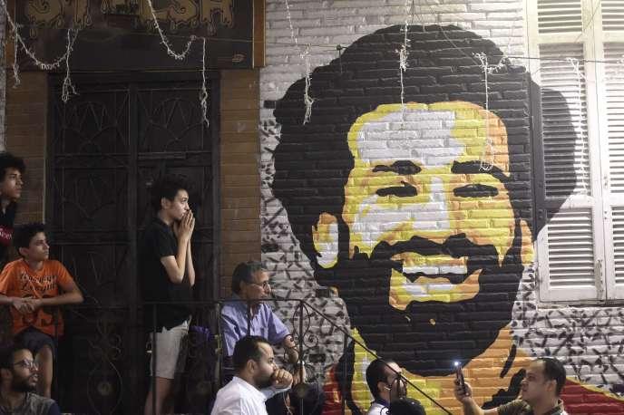 Sur le mur d'un café du Caire, le portrait de Mohamed Salah.